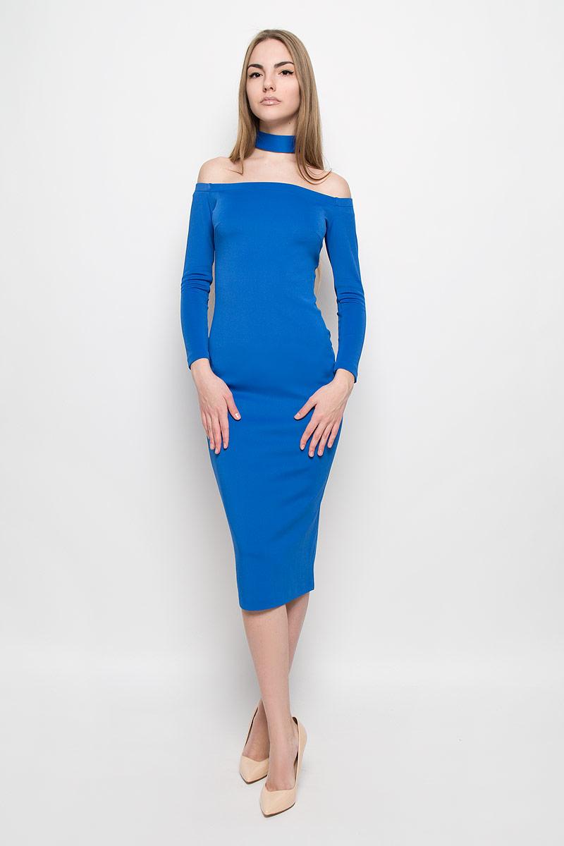 Платье Ruxara, цвет: синий. 109911. Размер 44109911Восхитительное платье выполнено из плотного трикотажа. Модель-миди прилегающего силуэта с рукавом 3/4. Вырез-лодочка делает акцент на изящные плечи. Эластичная резинка по горловине позволяет надежно фиксировать платье на плечах. Дополнением служит чокер в цвет платья.
