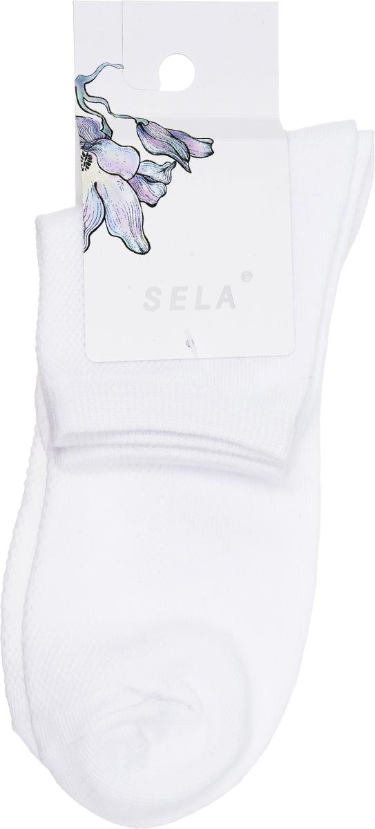 НоскиSOb-154/043-7101Удобные женские носки Sela, изготовленные из высококачественного материала, станут отличным дополнением к детскому гардеробу. Благодаря содержанию мягкого хлопка в составе, кожа сможет дышать, а эластан позволяет носкам легко тянуться, что делает их комфортными в носке. Эластичная резинка плотно облегает ногу, не сдавливая ее, обеспечивая комфорт и удобство. Верхняя сторона носочка оформлена небольшой перфорацией. Уважаемые клиенты! Размер, доступный для заказа, является длиной стопы.