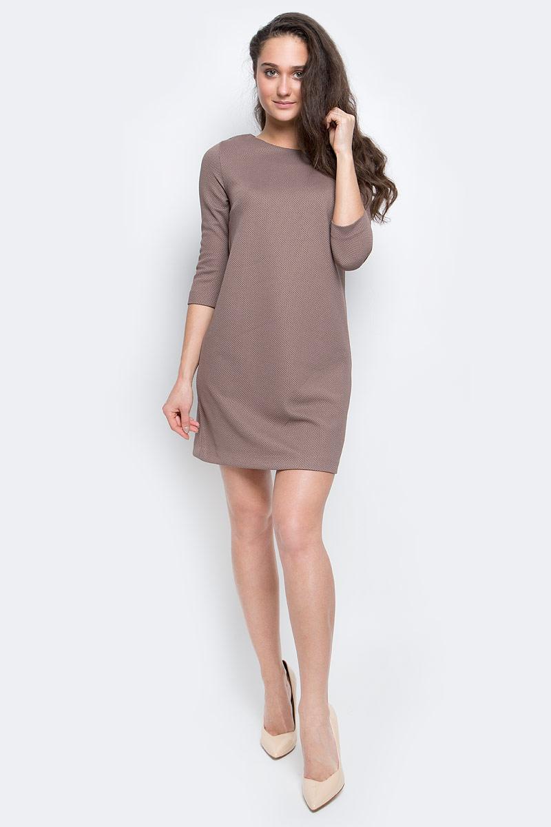 ПлатьеDK-117/300-7110Стильное женское платье выполнено из эластичного полиэстера, застегивается на спинке при помощи застежки-молнии. Модель с круглым вырезом горловины и рукавами 3/4.