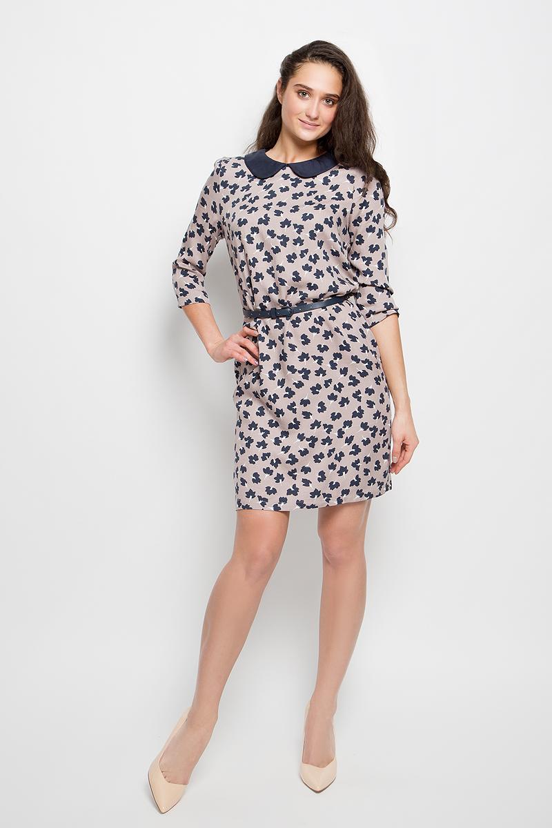 ПлатьеD-117/173-7101Платье Sela Collection выполнено из вискозы. Модель средней длины с рукавами по локоть имеет отложной закругленный воротник. Платье оформлено цветочным узором. В комплект входит узкий ремень с металлической пряжкой.