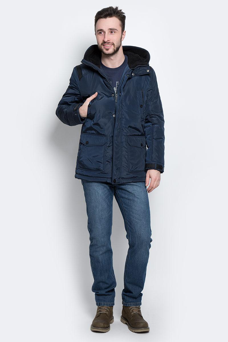 КурткаW16-22011_101Стильная мужская куртка Finn Flare превосходно подойдет для холодной погоды. Куртка выполнена из высококачественного материала с подкладкой и наполнителем из полиэстера. Модель прямого кроя, немного удлинённая, с длинными рукавами и несъемным капюшоном застегивается на молнию и дополнительно имеет планку на кнопках. Капюшон утеплен, его края можно отогнуть и пристегнуть на кнопку. Спереди изделие дополнено двумя втачными карманами на кнопках и двумя накладными карманами с клапанами на кнопках. На внутренней стороне куртка оформлена одним прорезным карманом на молнии и двумя втачными карманами на пуговице и на липучке. В поясе и по низу модель регулируется в размере с помощью стопперов.