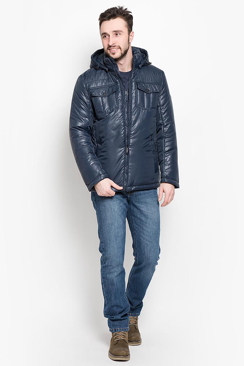 Куртка мужская Finn Flare, цвет: темно-синий. W16-21003_101. Размер L (50)W16-21003_101Стильная мужская куртка Finn Flare превосходно подойдет для прохладных дней. Куртка выполнена из высококачественного материала с подкладкой и наполнителем из полиэстера. Модель классического прямого кроя с длинными рукавами и воротником-стойкой застегивается на молнию. Капюшон пристегивается на кнопки, имеет на макушке хлястик на липучке и дополнен утягивающей резинкой на стопперах. Спереди изделие дополнено двумя втачными карманами на молнии и двумя накладными карманами с клапанами на кнопках. На внутренней стороне куртка оформлена одним прорезным карманом на молнии и двумя втачными карманами на пуговице. По низу модель регулируется в размере с помощью стопперов.