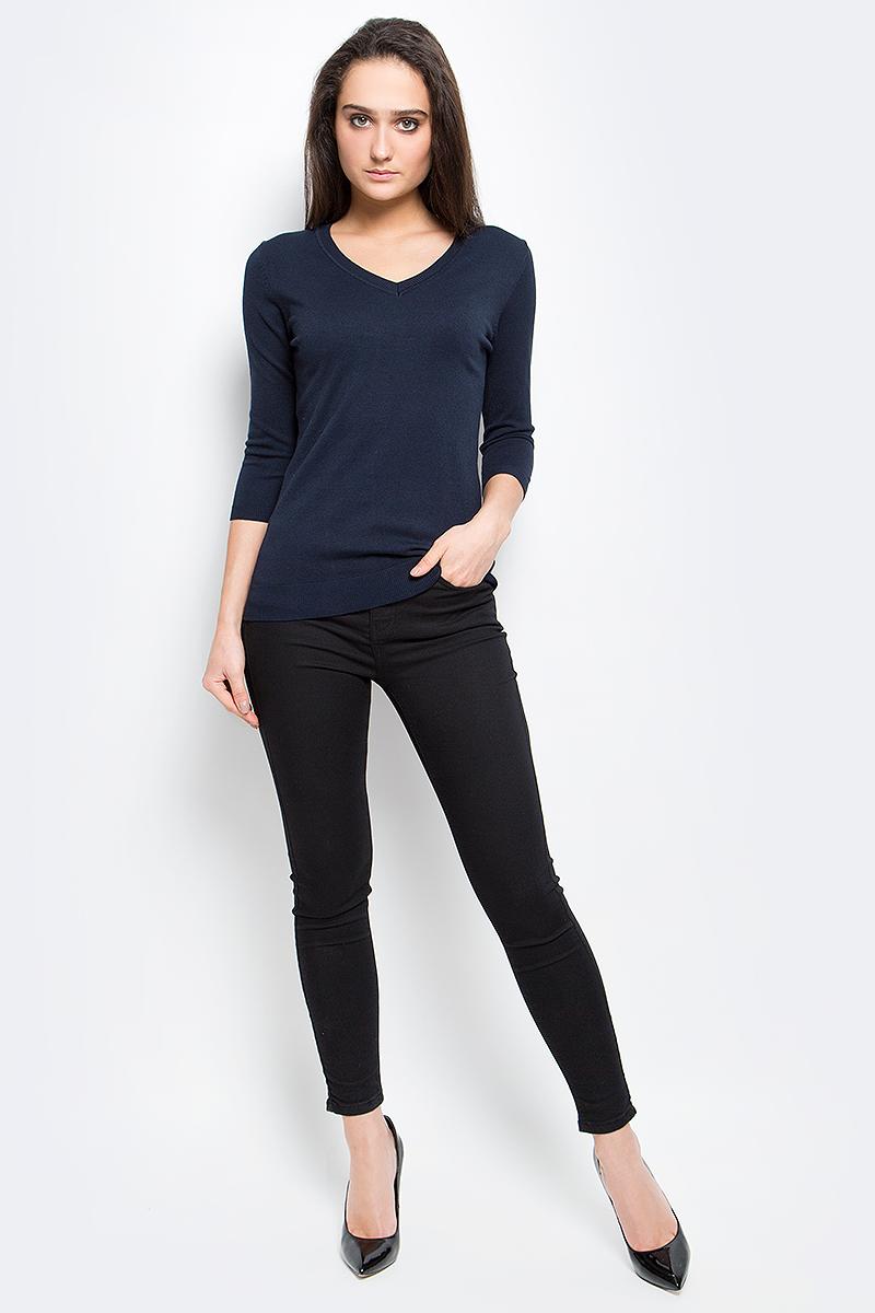 ПуловерB17-11124_211Женский пуловер Finn Flare выполнен из вискозы с добавлением нейлона. Модель с рукавами 3/4 и V-образным вырезом горловины снизу декорирована металлической пластиной с названием бренда.
