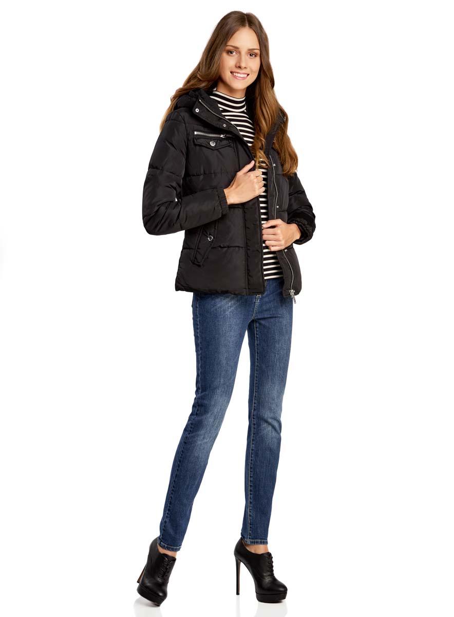 Куртка женская oodji Ultra, цвет: черный. 10203053/43802/2900N. Размер 38-170 (44-170)10203053/43802/2900NЖенская куртка oodji Ultra выполнена из высококачественного материала, в качестве подкладки используется полиэстер. Утеплитель - синтепон. Модель с воротником-стойкой застегивается на застежку-молнию и дополнительно ветрозащитным клапаном на кнопки. Спереди расположено множество карманов.