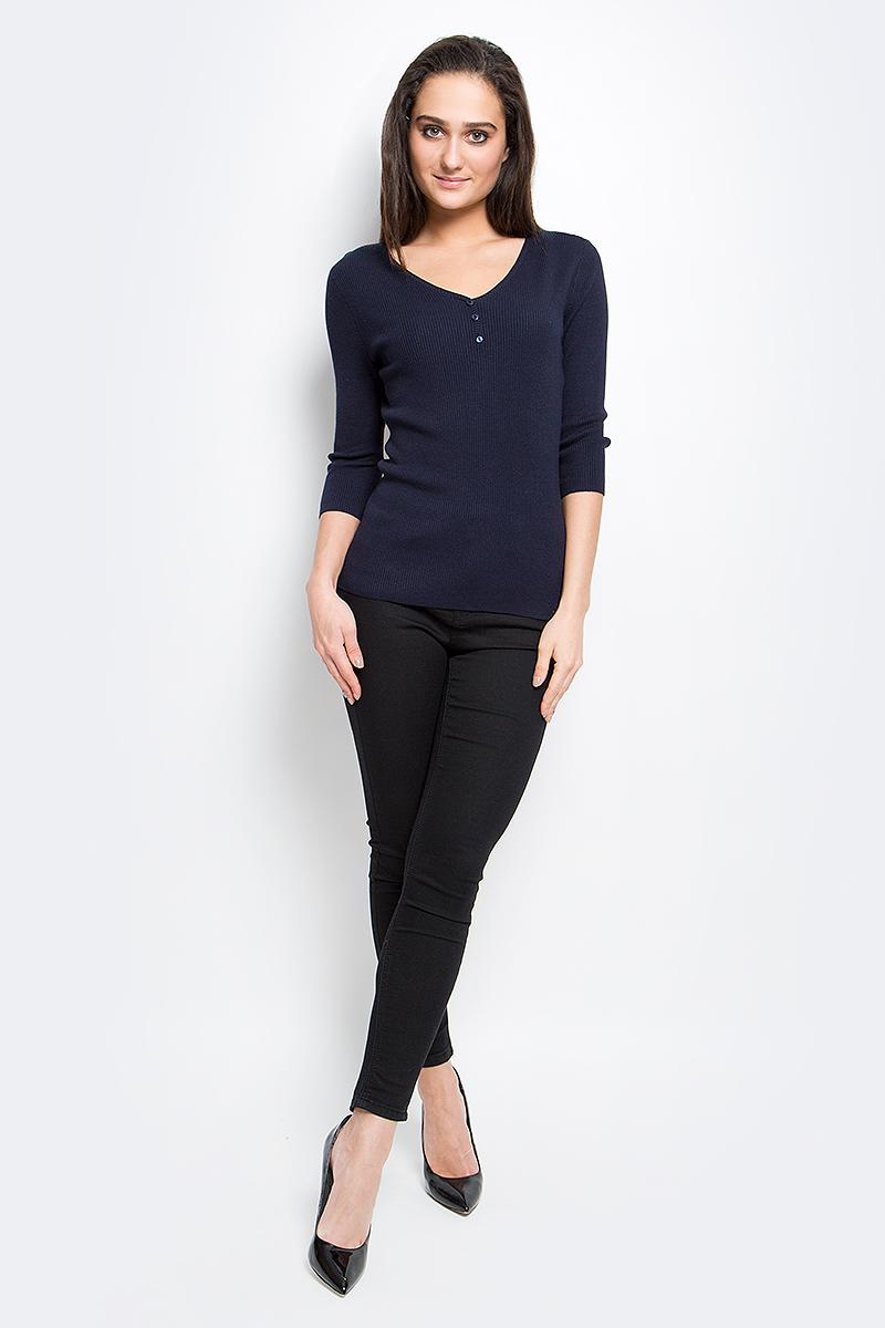 ПуловерB17-11101_101Женский пуловер Finn Flare выполнен из вискозы с добавлением нейлона. Модель с рукавами 3/4 и V-образным вырезом горловины на груди декорирована пуговицами.