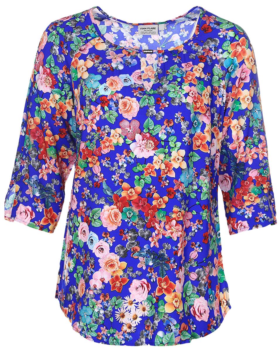 БлузкаB17-11083_103Женская блуза Finn Flare с рукавами-реглан длиной 3/4 и круглым вырезом горловины выполнена из натуральной вискозы. Блузка имеет свободный крой. Модель оформлена небольшим вырезом под горловиной и декорирована красочным цветочным принтом.