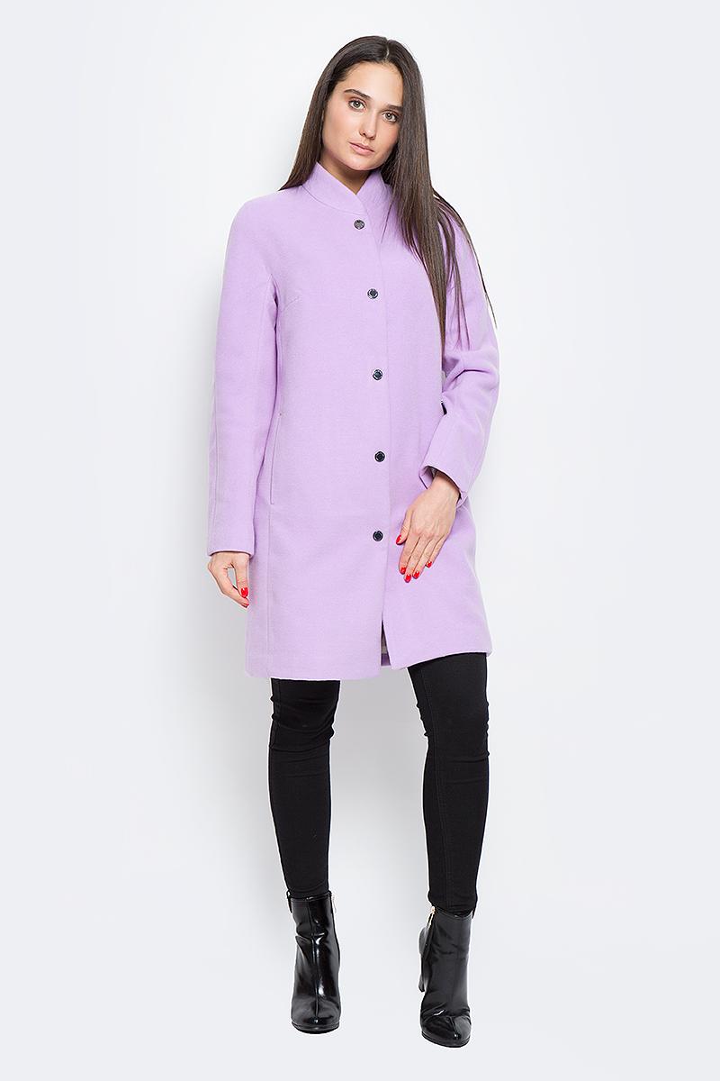 Пальто женское Finn Flare, цвет: сиреневый. B17-12000_803. Размер M (46)B17-12000_803Стильное женское пальто Finn Flare выполнено из полиэстера и шерсти. Модель с воротником-стойкой застегивается с помощью кнопок и имеет два втачных кармана. Подкладка выполнена из полиэстера и оформлена цветочным принтом.
