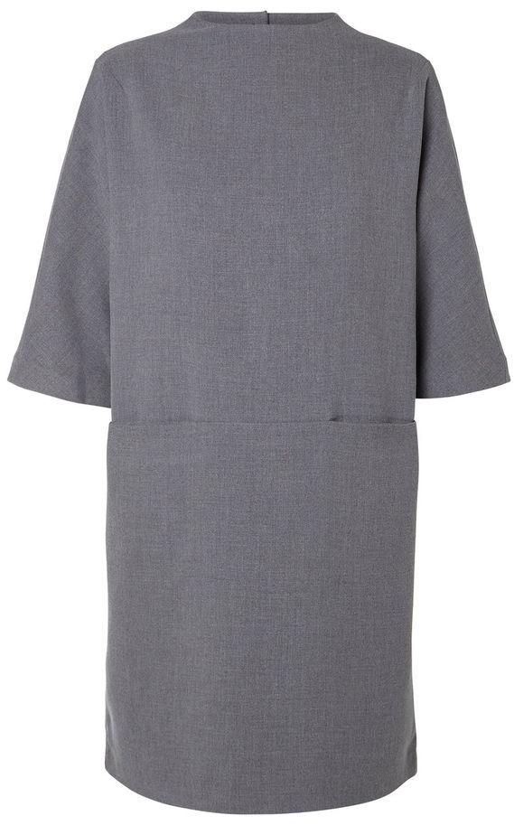 Платье16053893_Flame ScarletСтильное женское платье из качественного плотного материала на подкладке. Модель с круглым вырезом горловины и цельнокроеными рукавами на спинке застегивается на оригинальные металлические пуговицы. Спереди платье дополнено двумя втачными карманами.