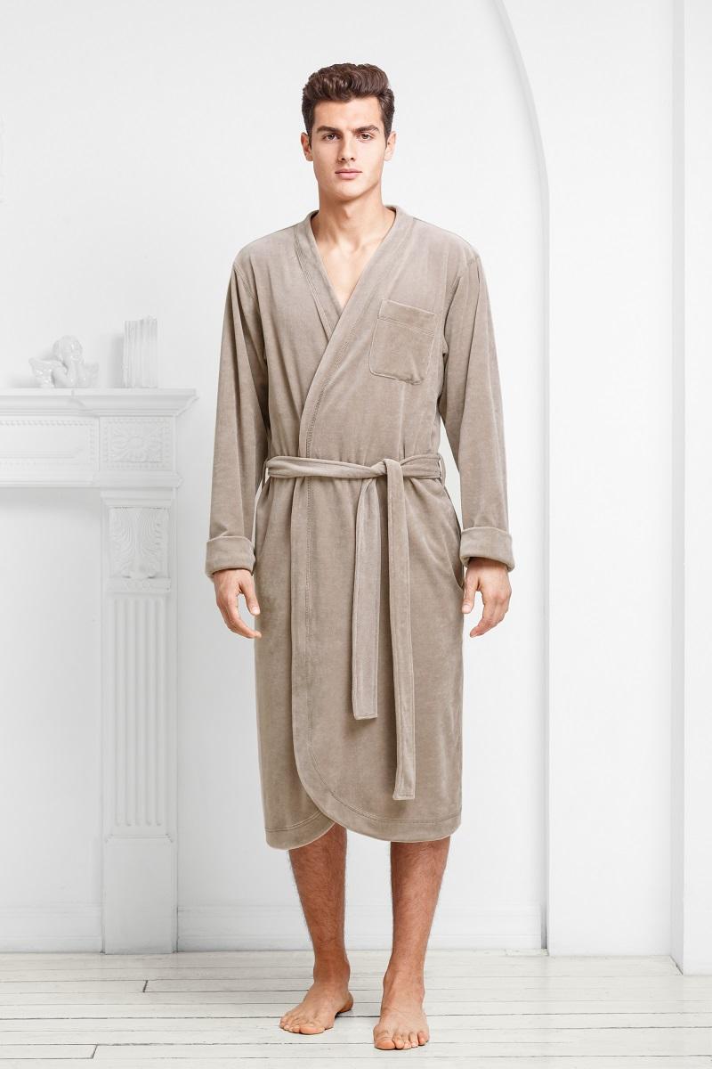 Халат9060117188Аристократичные цвета модели в сочетании с легкой велюровой тканью подчеркивают мужественность и благородство.