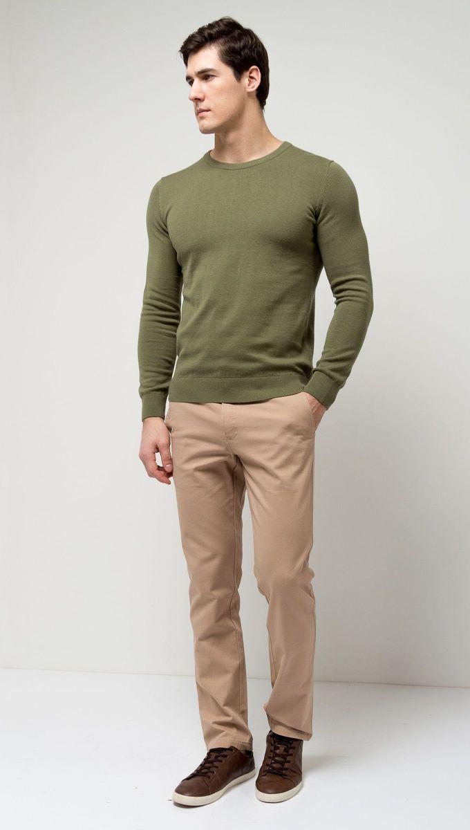 ДжемперJR-214/854-7141Стильный мужской джемпер Sela выполнен из натурального хлопка мелкой вязки. Модель полуприлегающего кроя с длинными рукавами подойдет для офиса, прогулок и дружеских встреч и будет отлично сочетаться с джинсами и брюками. Мягкая ткань комфортна и приятна на ощупь. Воротник, манжеты рукавов и низ изделия связаны резинкой.