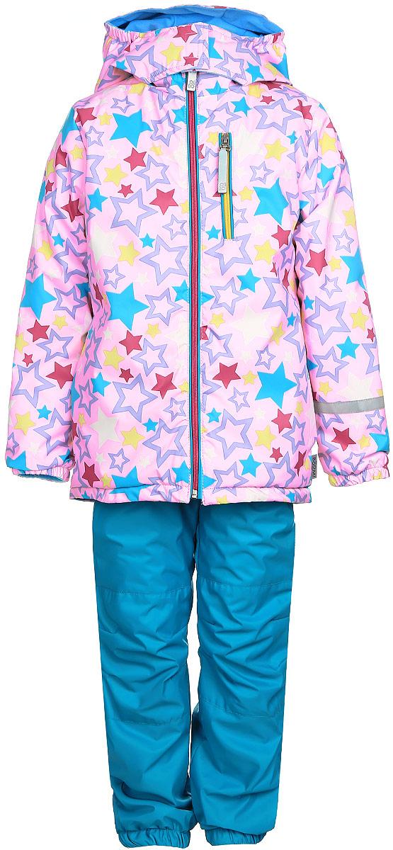 Комплект верхней одежды70042_BOG_вар.1Комплект для девочки Boom! включает в себя брюки и куртку. Комплект изготовлен из непромокаемой и ветрозащитной мембранной ткани, подкладка выполнена из полиэстера с добавлением вискозы. Утеплитель - материал FiberSoft. Комплект растет вместе с ребенком: распустив специальные швы на подкладке, вы сможете увеличить его на один размер. Брюки прямого кроя и стандартной посадки оснащены съемными эластичными подтяжками. Объем талии регулируется при помощи внутренней эластичной резинки с пуговицами. Брючины дополнены эластичными противоснежными манжетами с регулируемыми штрипками. Изделие дополнено двумя втачными карманами спереди. Куртка с несъемным капюшоном и воротником-стойкой имеет длинные рукава и застегивается на застежку-молнию с защитой подбородка. Капюшон дополнен липучками, позволяющими защитить шею от ветра. Манжеты рукавов оснащены эластичными резинками. Спереди расположены два втачных открытых кармана и нагрудный карман на застежке-молнии. Куртка украшена принтом...