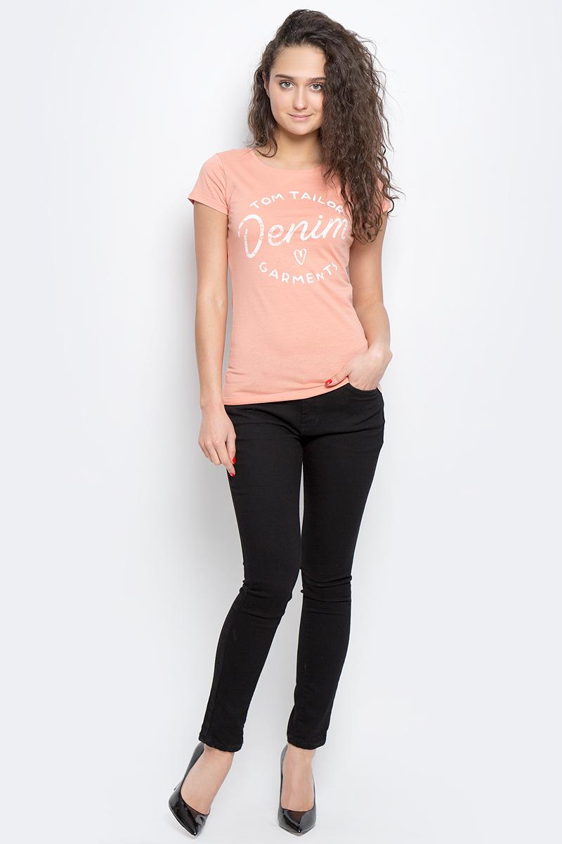 Футболка1036780.09.71_2707Женская футболка Tom Tailor Denim выполнена из натурального хлопка. Модель с круглым вырезом горловины и короткими рукавами оформлена принтовыми надписями.