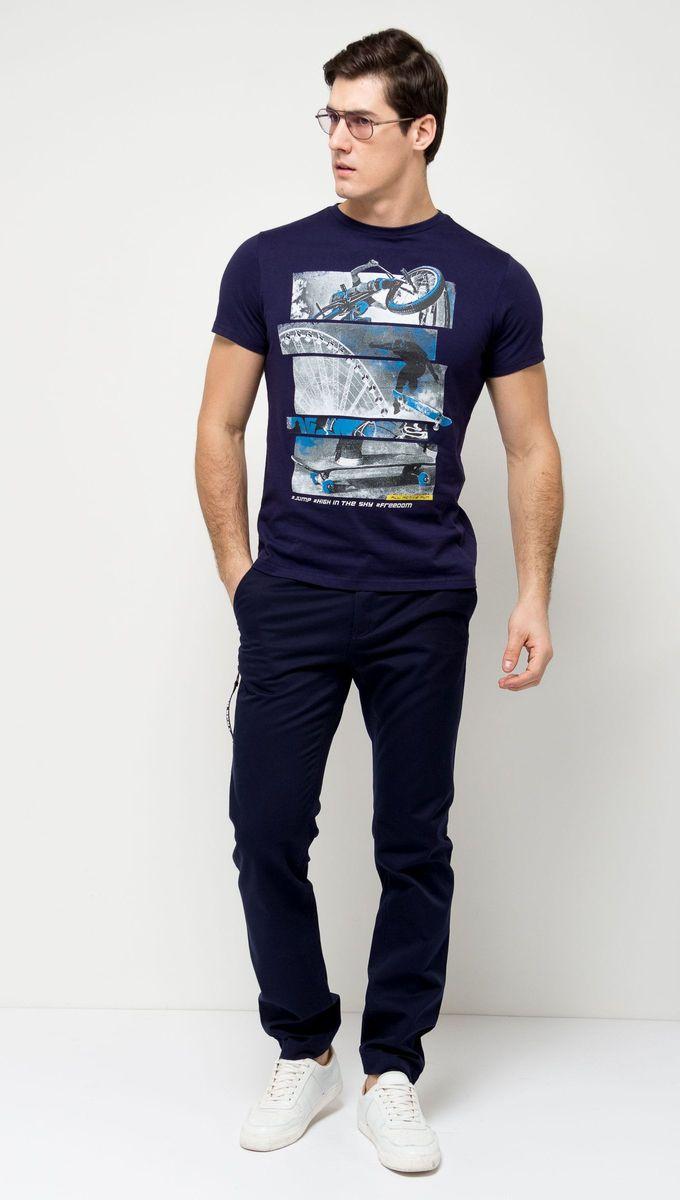 ФутболкаTs-411/094-7161Стильная мужская футболка полуприлегающего силуэта Sela изготовлена из натурального хлопка и оформлена оригинальным принтом с надписями. Воротник дополнен мягкой трикотажной резинкой. Яркий цвет модели позволяет создавать модные образы.