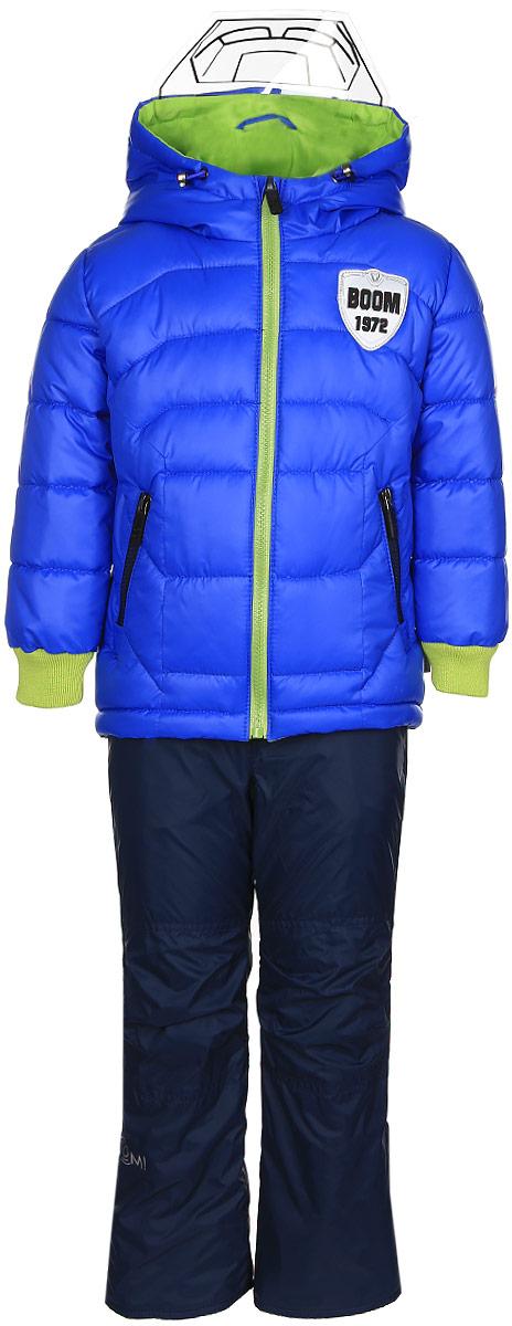Комплект для мальчика Boom!: куртка, брюки, цвет: синий, темно-синий. 70011_BOB_вар.2. Размер 104, 3-4 года70011_BOB_вар.2Комплект для мальчика Boom! включает в себя куртку и брюки. Куртка с длинными рукавами и несъемным капюшоном выполнена из прочного полиэстера и имеет подкладку из полиэстера с добавлением хлопка. Наполнитель - синтепон (150 г/м2). Модель застегивается на застежку-молнию, имеет два втачных кармана на молниях спереди. Капюшон дополнен шнурком-кулиской со стопперами и гибким прозрачным козырьком. Рукава оснащены эластичными манжетами. Куртка оформлена крупным принтом с изображением шлема робота на спинке. Теплые брюки выполнены из полиэстера и имеют подкладку из мягкого флисового материала. Объем талии регулируется при помощи внутренней резинки с пуговицами. Брюки дополнены двумя втачными карманами спереди. Модель оснащена съемным эластичными подтяжками, регулирующимися по длине.Комплект дополнен светоотражающими элементами.