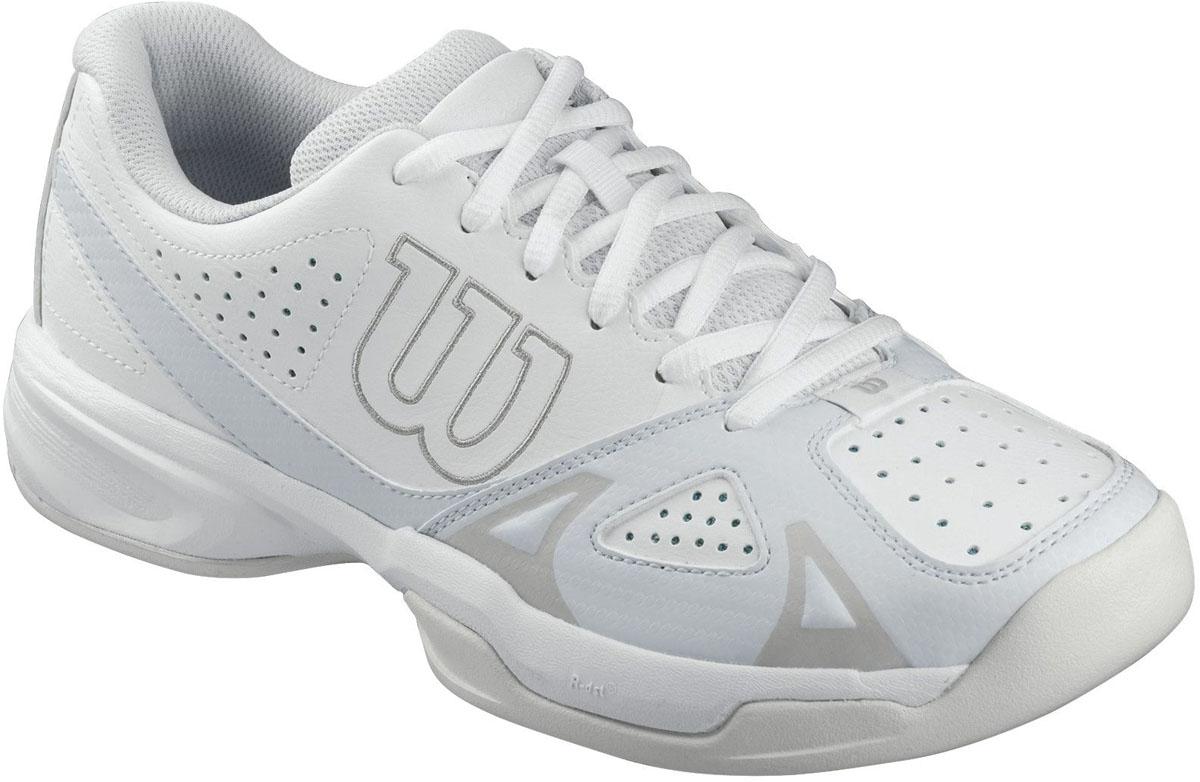 КроссовкиWRS321120Классические теннисные кроссовки Wilson Rush Open 2.0 разработаны для спортсменов, предпочитающих агрессивную игру в основном на задней линии. Модель выполнена из искусственной кожи со вставками из дышащего текстиля, дополнена перфорированными элементами. Подкладка изготовлена из текстиля, стелька из ЭВА-материала с текстильным покрытием. Подошва с сочетанием мощного протектора Duralast и комбинации материалов разной плотности, оснащена технологией R-dst, а также технологией F.S. поддержки в передней части стопы.