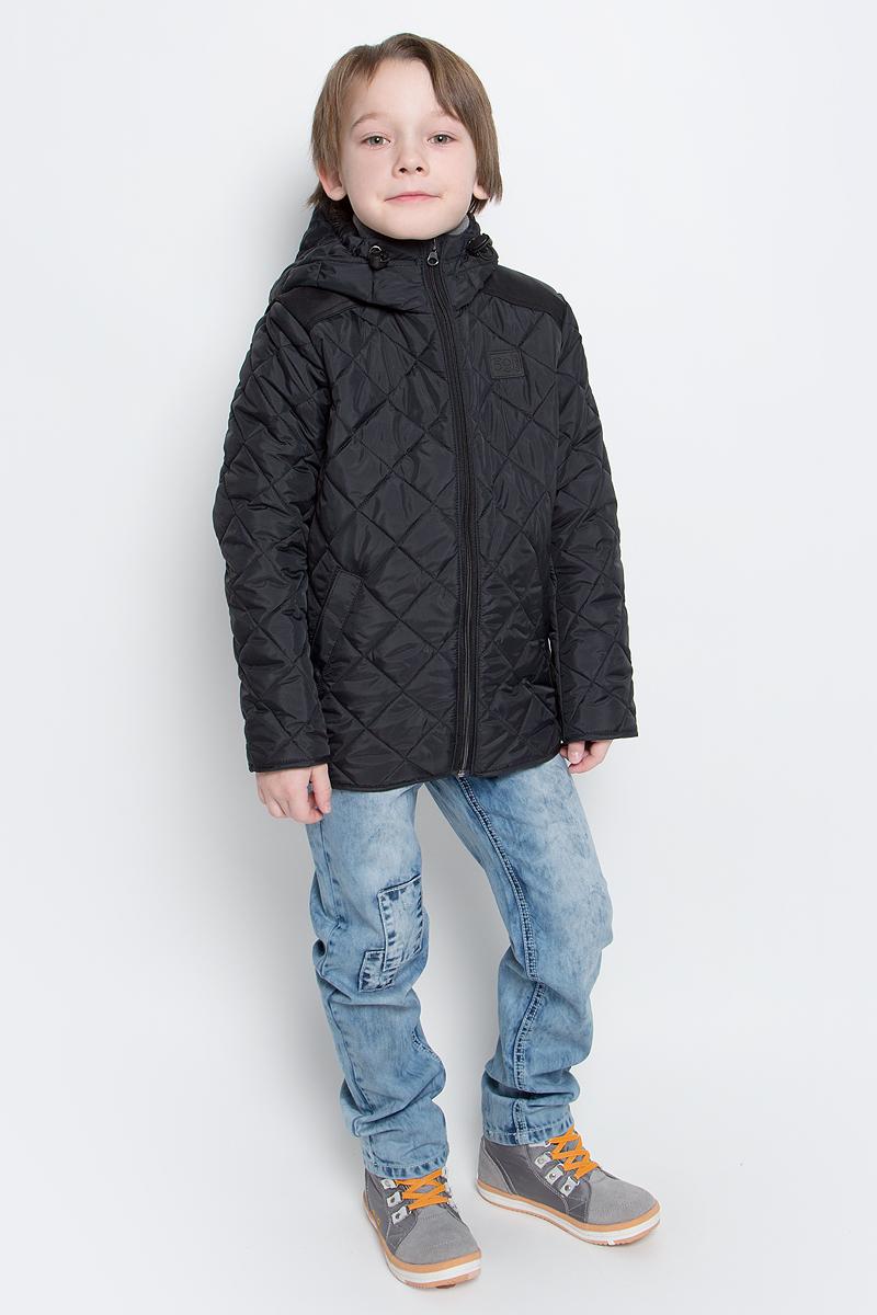 Куртка70036_BOB_вар.1Стильная куртка для мальчика Boom! изготовлена из 100% полиэстера. В качестве утеплителя используется синтепон - 100% полиэстер. Куртка с несъемным капюшоном застегивается на пластиковую застежку-молнию с защитой подбородка. Капюшон регулируется при помощи эластичного шнурка со стопперами. По бокам предусмотрены два втачных кармана.