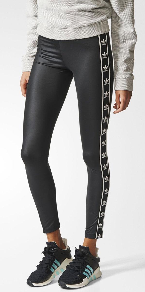 ЛеггинсыBJ8360Леггинсы женские adidas Leggings выполнены из полиэстера и эластана. Модель с эластичным поясом оформлена логотипами бренда.