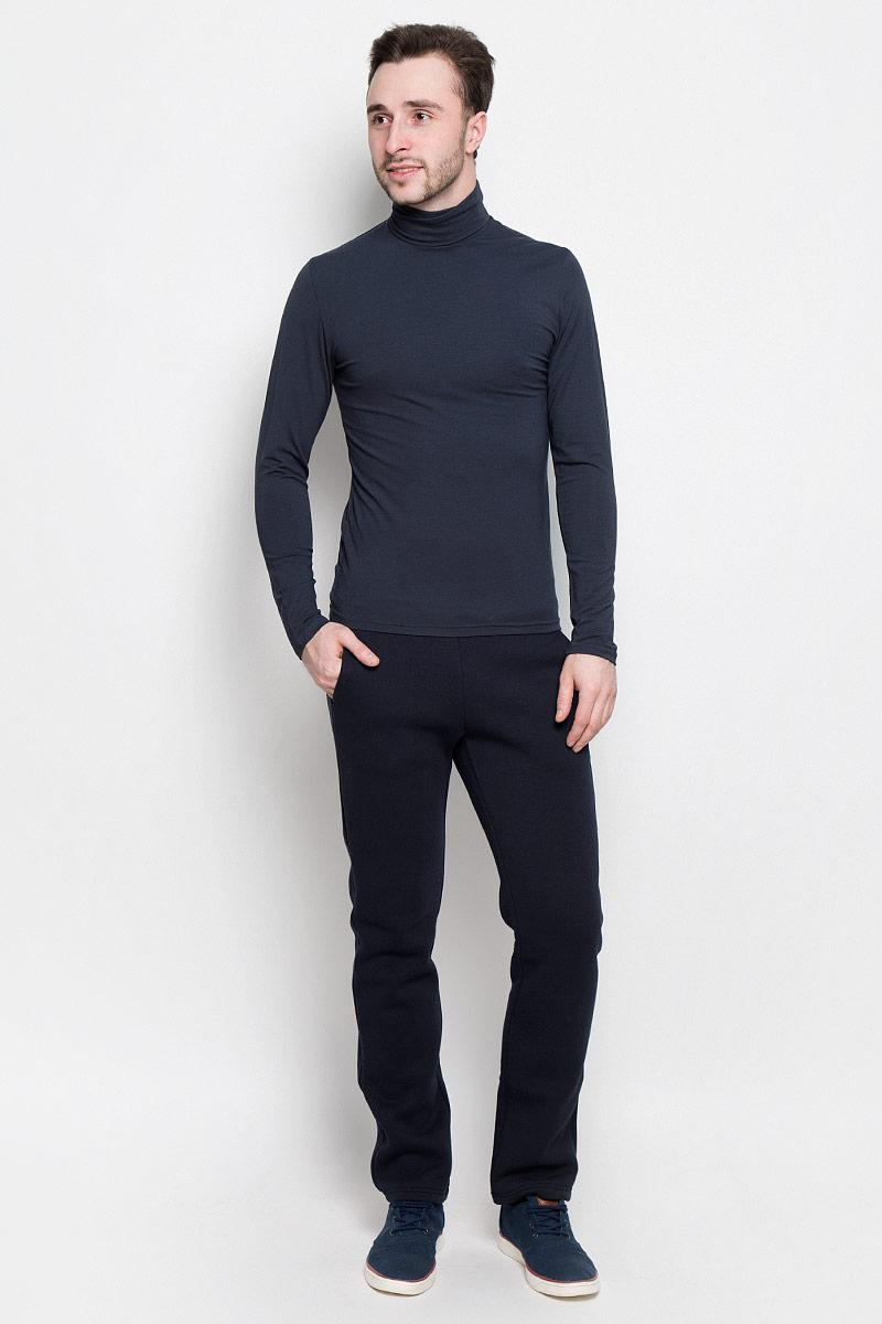 Брюки спортивныеR0416B40Мужские спортивные брюки Rocawear идеально подойдут для активного отдыха или занятий спортом в холодное время года. Модель прямого кроя, изготовленная из натурального хлопка с добавлением полиэстера, приятная на ощупь, не сковывает движения и хорошо пропускает воздух. Внутренняя сторона выполнена с теплым начесом. Брюки на талии дополнены широкой эластичной резинкой. Спереди расположены два втачных кармана.