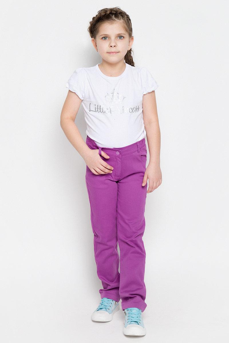 Брюки162154Удобные брюки для девочки PlayToday идеально подойдут вашей маленькой моднице. Изготовленные из эластичного хлопка, они мягкие и приятные на ощупь, не сковывают движения, сохраняют тепло и позволяют коже дышать, обеспечивая наибольший комфорт. Брюки застегиваются на металлическую кнопку в поясе, также имеется ширинка на застежке-молнии и шлевки для ремня. Объем пояса регулируется при помощи эластичной резинки на пуговицах. Спереди модель дополнена двумя втачными карманами и небольшим накладными кармашком, а сзади - двумя накладными карманами. Практичные и стильные брюки идеально подойдут вашей малышке, а модная расцветка и высококачественный материал позволят ей комфортно чувствовать себя в течение дня!