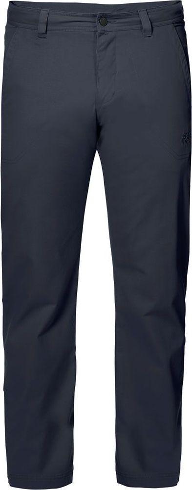 Брюки мужские Jack Wolfskin Drake Pants, цвет: темно-синий. 1503811-1010. Размер 581503811-1010Брюки мужские Drake Pants изготовлены из ткани FUNCTION 65 с высоким содержанием натурального хлопка, что делает изделие мягким и приятным на ощупь. Ткань обладает защитой от влаги и ветра, а также отличается прочностью. Модель имеет прямой силуэт и стандартную талию. Застегивается на ширинку с молнией и пуговицу в поясе, также имеются шлевки для ремня. Брюки имеют два втачных кармана спереди и два накладных кармана сзади. Идеальный вариант для путешествий, хайкинга в горах и повседневной носки.