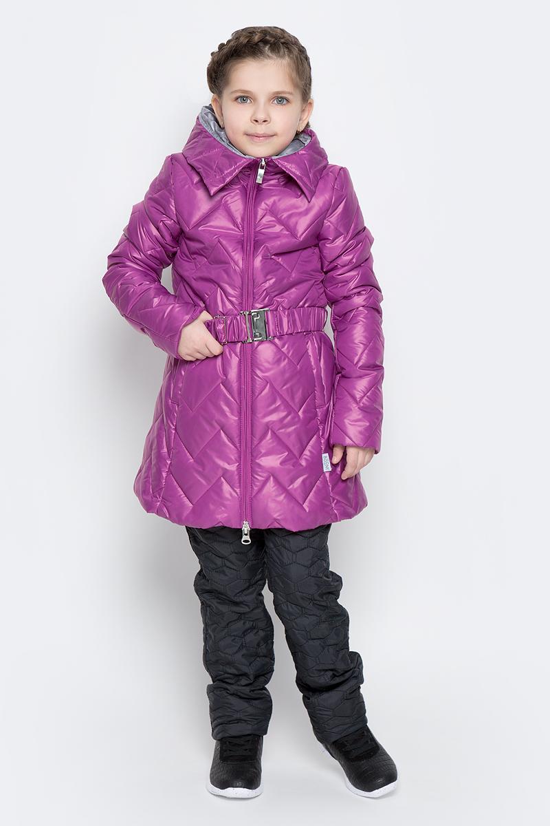 Куртка для девочки Boom!, цвет: сиреневый. 70007_BOG_вар.3. Размер 158, 11-12 лет70007_BOG_вар.3Удлиненная куртка для девочки Boom! c длинными рукавами и несъемным капюшоном выполнена из прочного полиамида. Наполнитель - синтепон. Модель застегивается на застежку-молнию спереди. Изделие имеет два втачных открытых кармана спереди, на талии расположены шлевки для ремня. В комплект входит пояс с широкой эластичной резинкой, фиксирующийся при помощи металлической пряжки-защелки. Куртка дополнена светоотражающими элементами.