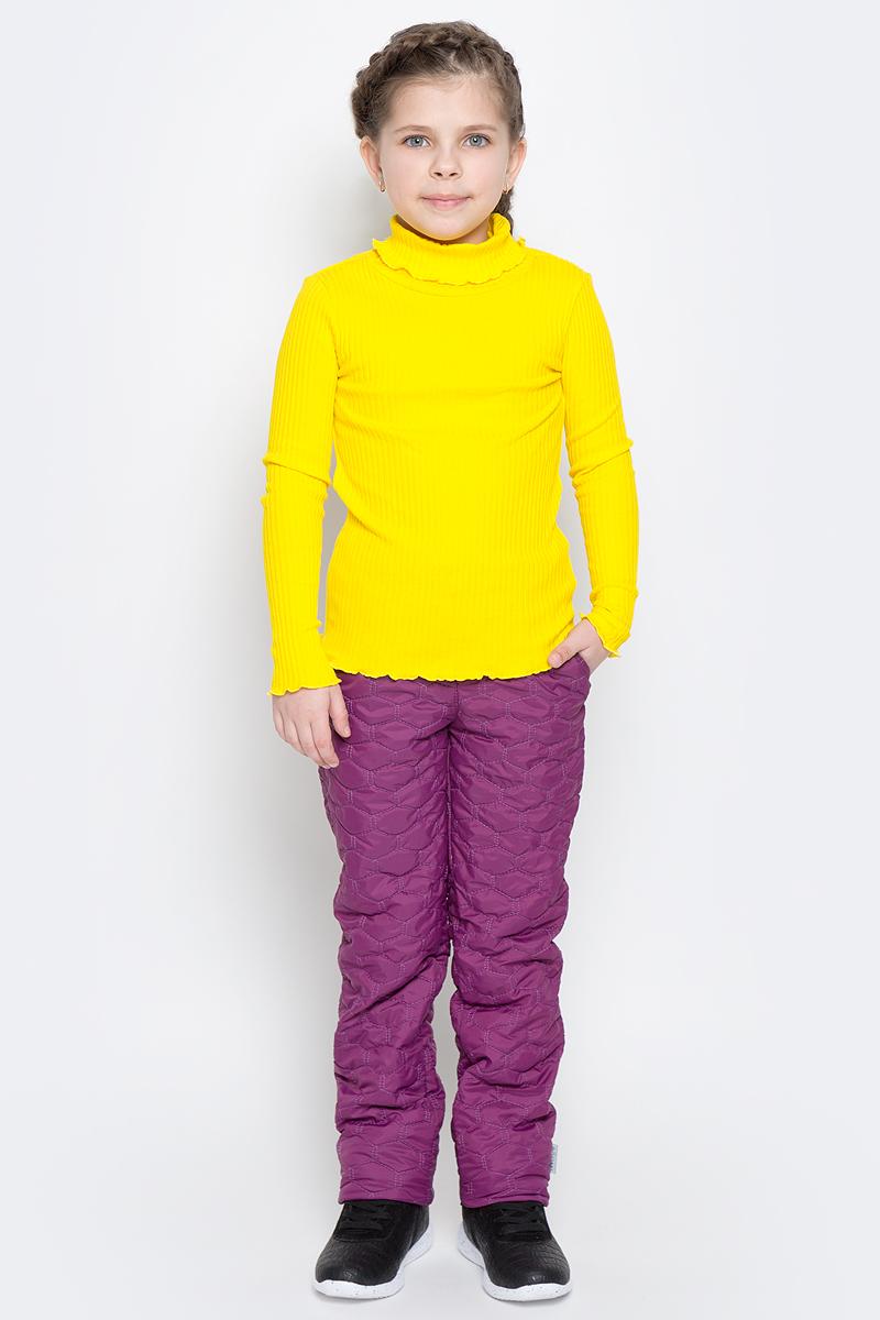 Брюки утепленные70019_BOG_вар.1Утепленные брюки для девочки Boom! изготовлены из полиэстера с флисовой подкладкой. Модель застегивается на молнию и металлическую кнопку. Стеганые брюки прямого кроя имеют два втачных кармана. Объем пояса регулируется за счет скрытой резинки на пуговицах. Низ брючин при необходимости можно подогнуть.