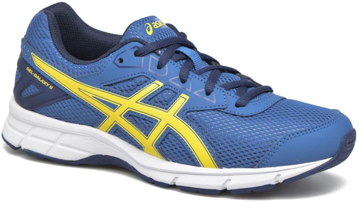 Кроссовки детские Asics Gel-Galaxy 9 Gs, цвет: синий, желтый. C626N-4903. Размер 7 (38,5)C626N-4903Зачем идти, если можно бежать? Детские беговые кроссовки Asics Gel-Galaxy 9 Gs— комфорт для ног в школе, на спортплощадке или в парке. Ноги ощущают комфорт в обуви с отличной амортизацией и дышащим сетчатым верхом. Цвета этой яркой и стильной модели точно вам понравятся. Кроссовки созданы для повседневной жизни, будь то школьные будни или выходные. Полный комфорт благодаря плотной посадке и амортизации в задней части подошвы.