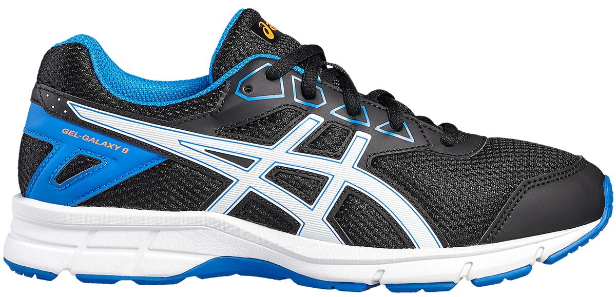 КроссовкиC626N-4903Зачем идти, если можно бежать? Детские беговые кроссовки Asics Gel-Galaxy 9 Gs — комфорт для ног в школе, на спортплощадке или в парке. Ноги ощущают комфорт в обуви с отличной амортизацией и дышащим сетчатым верхом. Цвета этой яркой и стильной модели точно вам понравятся. Кроссовки созданы для повседневной жизни, будь то школьные будни или выходные. Полный комфорт благодаря плотной посадке и амортизации в задней части подошвы.