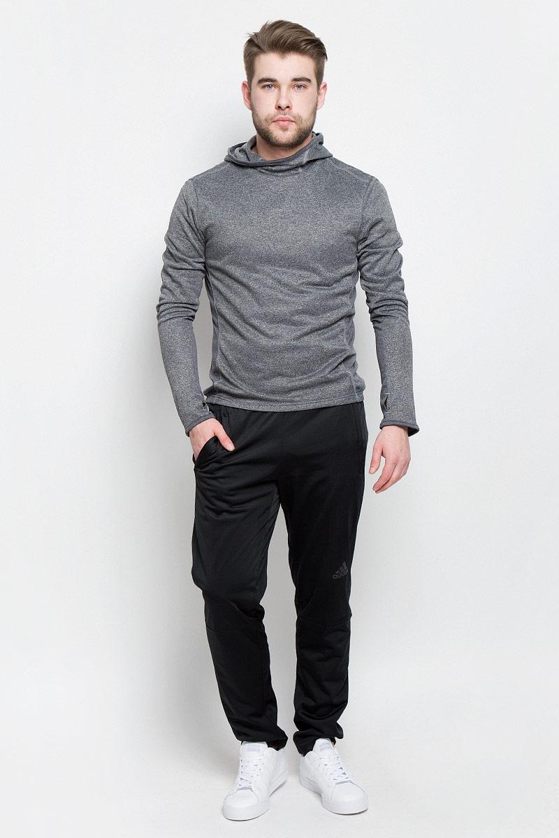 Брюки спортивныеBK0948Спортивные мужские брюки Adidas Workoutpantlite изготовлены из качественного полиэстера. Слегка зауженная модель с дополнительными вставками на поясе сзади для идеальной посадки. Брюки оформлены широкой эластичной резинкой на поясе. Объем талии регулируется при помощи шнурка-кулиски. Брюки оснащены двумя втачными карманами спереди на застежках-молниях.