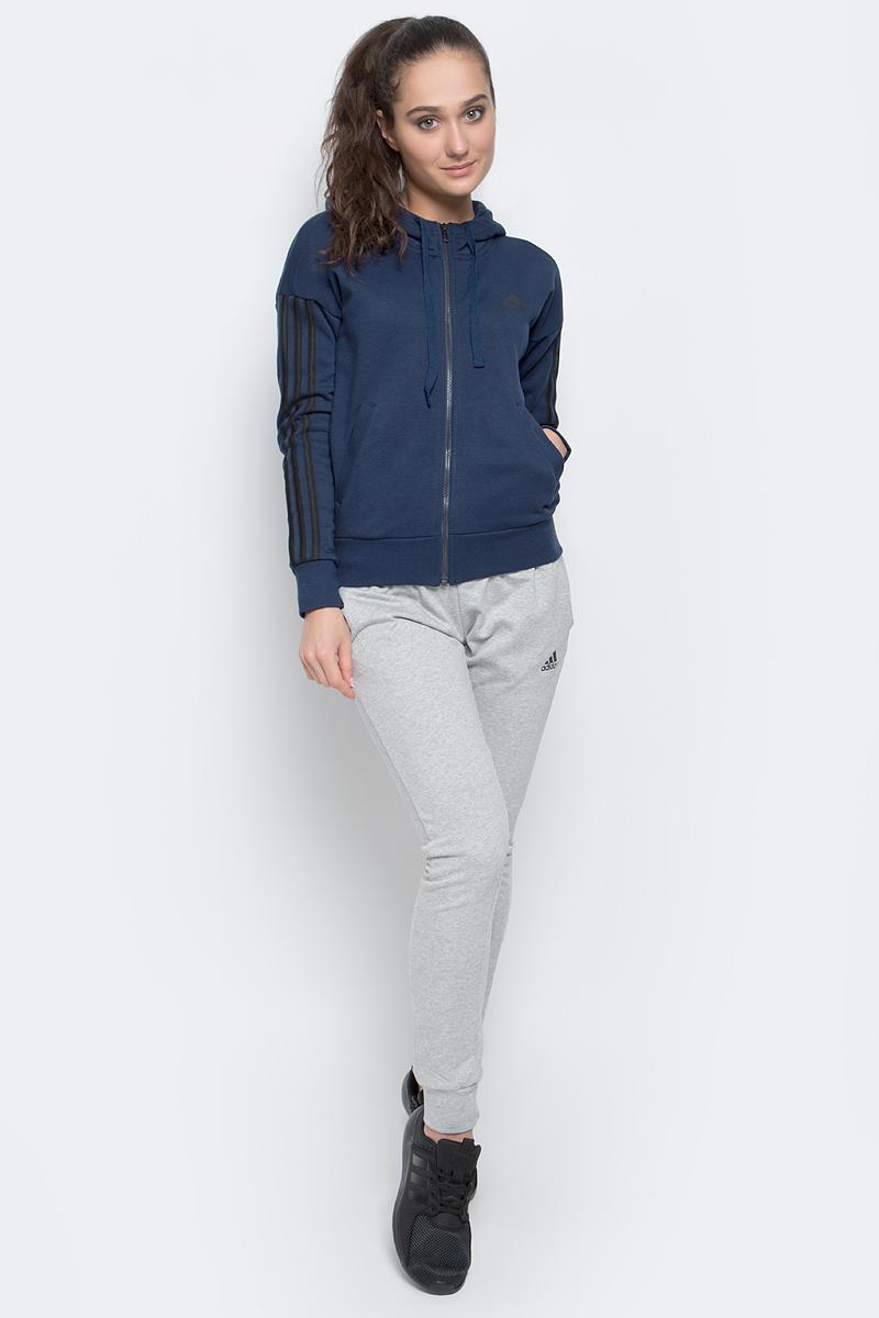 Толстовка женская adidas Ess 3S Fz Hd, цвет: темно-синий. S97060. Размер S (42/44)S97060Женская толстовка Adidas Ess 3S Fz Hd выполнена из сочетания натурального хлопка с полиэстером, мягкая и приятная на ощупь, в которой комфортно в течение всего дня. Модель с рукавами-кимоно застегивается спереди на молнию. Выполнена толстовка с несъемным капюшоном на завязках для дополнительного тепла. Манжеты на рукавах и низ изделия, изготовленные из трикотажной резинки, обеспечивают идеальную посадку. Спереди изделие дополнено двумя втачными карманами и оформлено стильными нашитыми полосками.