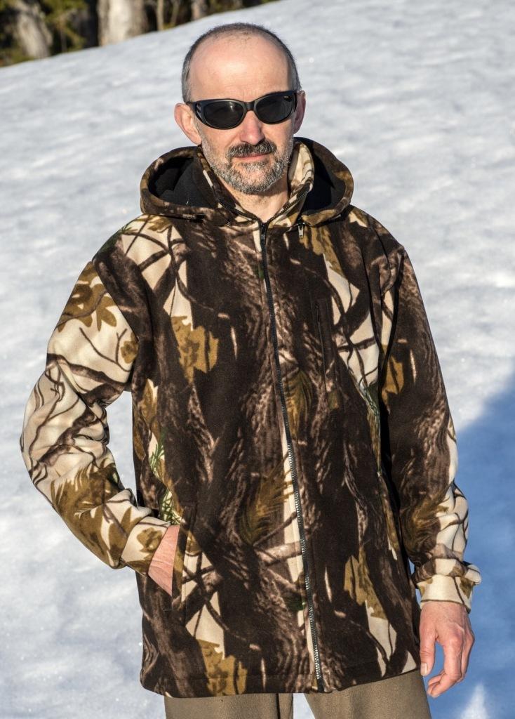 Куртка охотничьяГризлиКуртка Гризли - теплая, не продуваемая, не промокаемая, дышащая куртка для холодной и сырой погоды. Куртка имеет высокий воротник, отстегивающийся капюшон, три наружных и один внутренний карман. Все карманы на молниях. Низ куртки и капюшон регулируются при помощи резинки и стопора. Куртка изготовлена из ткани windblock (флис+мембрана+флис) плотностью 400 г\м2. Windblock- это очень мягкая, приятная на ощупь и абсолютно не шуршащая ткань. Последний фактор, в сочетании с лесной расцветкой, делают эту куртку идеальной для охоты.
