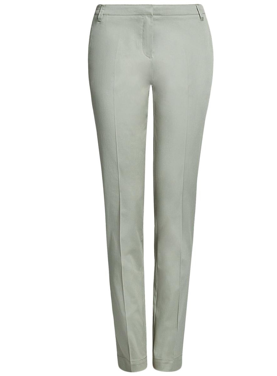Брюки11704017B/14522/6800NСтильные женские брюки oodji Ultra выполнены из хлопка с небольшим добавлением эластана. Модель со стандартной посадкой застегивается на молнию, пуговицу и застежку-крючок, имеются шлевки для ремня. По бокам изделие дополнено сзади имитацией прорезных карманов.
