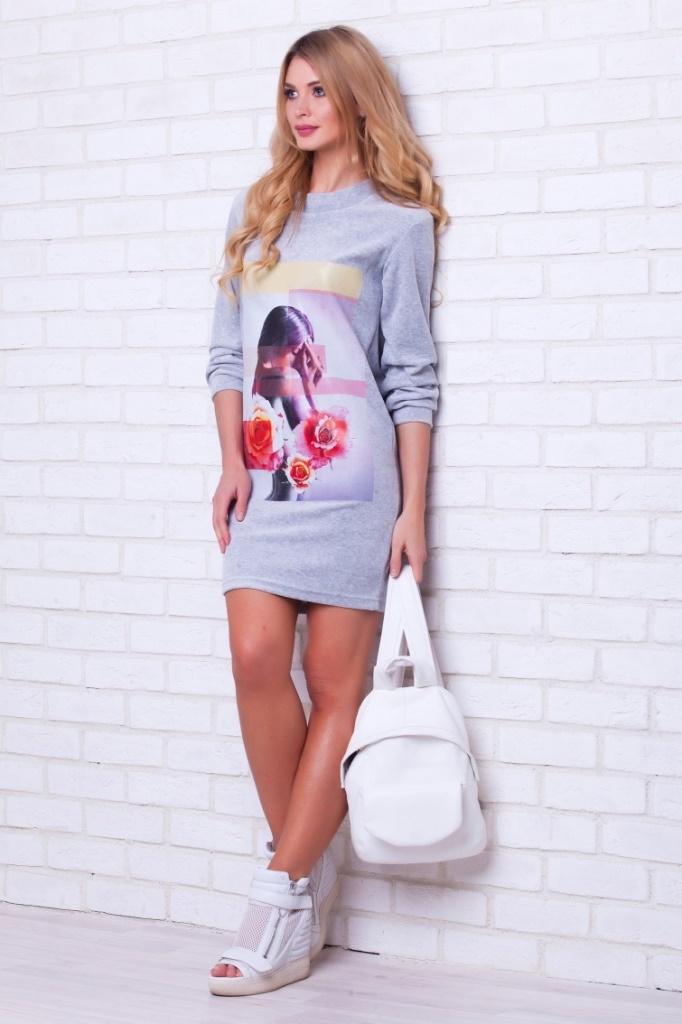 Платье домашнее389Велюровое платье-туника - универсальная и незаменимая вещь в гардеробе любой женщины. Вы можете использовать его где и как вам угодно: как верхнюю одежду, в качестве комфортного домашнего платья, удобный вариант для поездок или на отдыхе.
