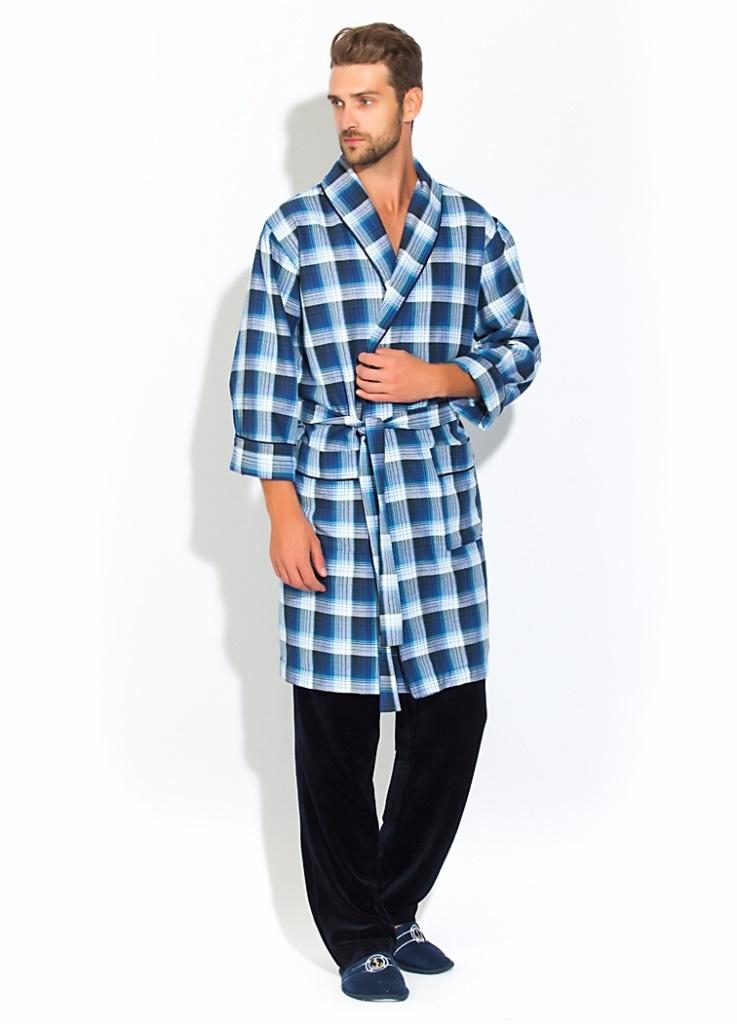 Домашний комплект32Стильный мужской домашний комплект из халата средней длины и комфортных брюк. Незаменимая и практичная вещь в гардеробе настоящего мужчины. Халат из 100% хлопка с легким начесом с внутренней строны, мягкий и очень приятный к телу. Необыкновенно легкая комфортная и прочная ткань делает халат невесомым, не сковывает движений и позволяет телу свободно дышать. Воротник-шалька, оптимальная длина по колено. Декоративный кант украшает полы халата, ворот и манжеты рукава, полноценные накладные карманы для мелочей. Красивый рисунок в мелкую клетку по всему изделию. Велюровые брюки с широкой мягкой резинкой с внутренними скрытыми карманами.
