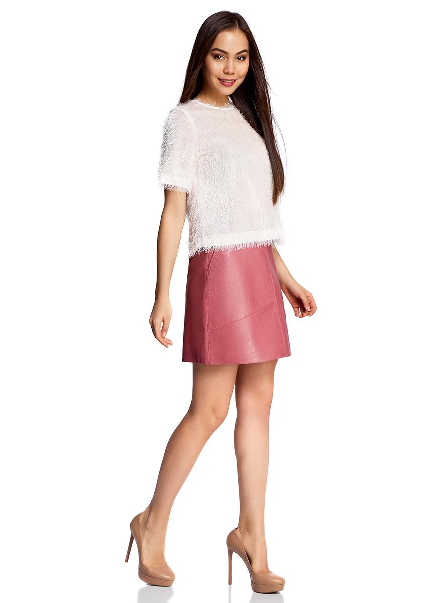 Юбка18H00008/46534/4A00NМини-юбка трапециевидного кроя выполнена из искусственной кожи. Сзади модель дополнена застежкой-молнией.