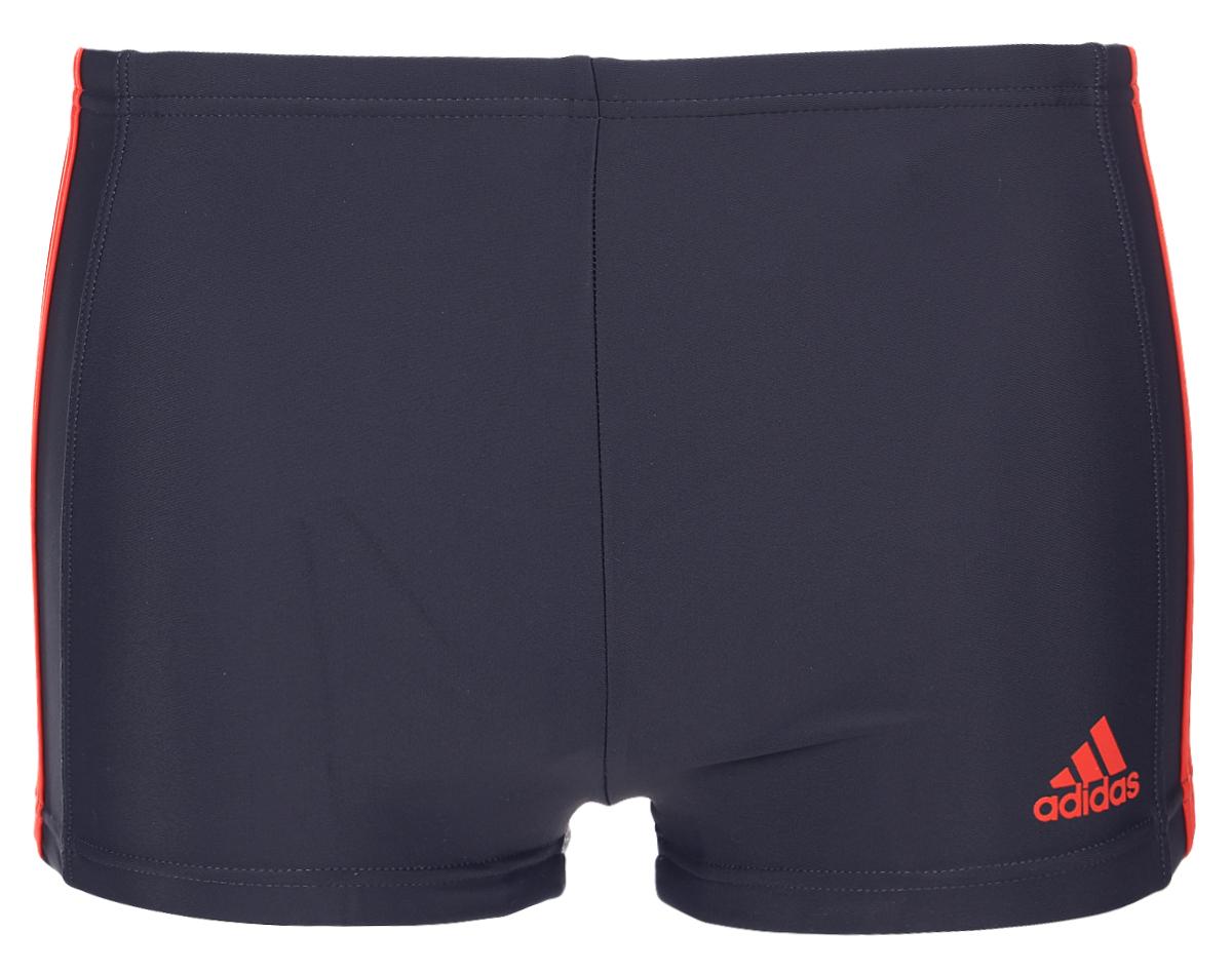 ПлавкиBQ0634Плавательные мужские боксеры adidas Inf Ec3S Bx выполнены из полиамида с добавлением эластана. Эти удобные мужские боксеры помогут справиться даже с самыми тяжелыми тренировками. Они сделаны из материала InfIinitex, который сопротивляется воздействию хлора. Оформлена модель классическими тремя полосами и логотипом бренда.