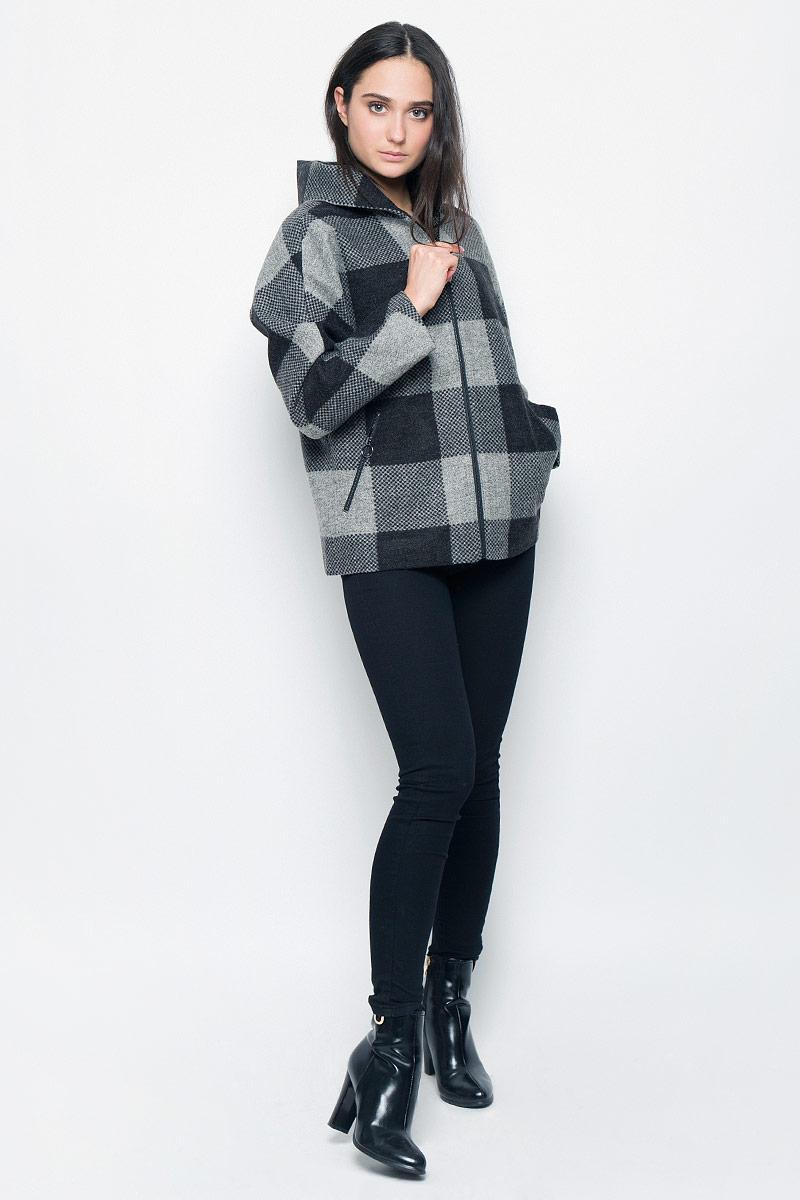 Куртка женская Finn Flare, цвет: темно-серый, серый. B17-32055. Размер M (46)B17-32055Женская куртка Finn Flare изготовлена из полиамида с добавлением натуральной шерсти. Модель с длинными цельнокроеными рукавами и капюшоном застегивается спереди на металлическую молнию. Куртка с тонкой подкладкой дополнена двумя врезными карманами на молниях.