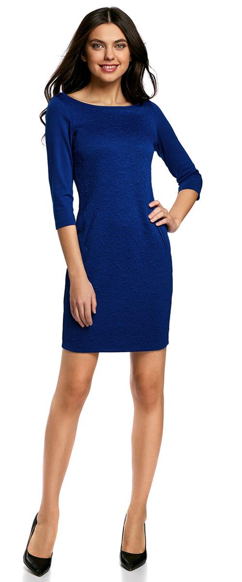 Платье oodji Collection, цвет: синий. 24001100-4/46435/7500N. Размер S (44-170)24001100-4/46435/7500NПлатье oodji Collection, выгодно подчеркивающее достоинства фигуры, выполнено из плотного фактурного трикотажа. Модель средней длины с вырезом лодочкой и рукавами 3/4 дополнена двумя прорезными карманами на юбке.