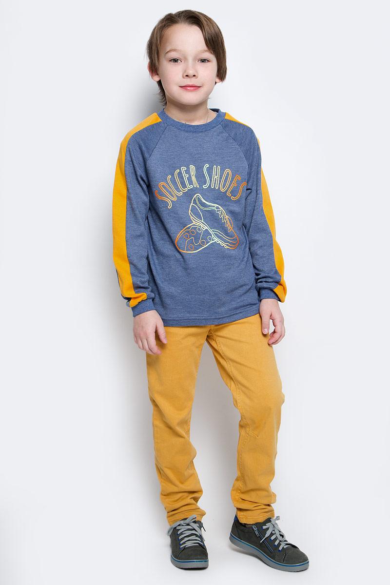 Свитшот20516Свитшот для мальчика КотМарКот выполнен из натурального хлопка. Модель с длинными рукавами-реглан имеет круглый вырез горловины. Свитшот украшен интересным принтом и надписями.