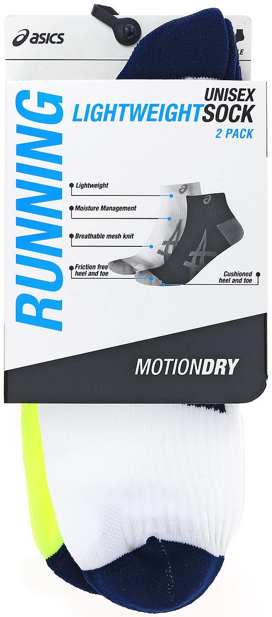 Комплект носков130888-0480Носки Asics 2PPK Lightweight Sock изготовлены из высококачественного эластичного полиамида. Укороченные носки имеют мягкую эластичную резинку, которая надежно фиксирует носки на ноге. Вентилирующие вставки в верхней части обеспечат необходимую циркуляцию воздуха, а амортизация в области пятки и пальцев смягчит шаг. Модель оформлена логотипом бренда Asics сбоку. В комплект входят 2 пары носков.