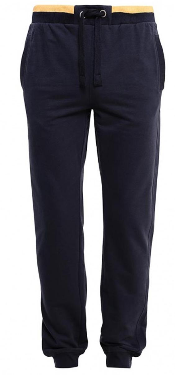 Брюки спортивныеPk-2415/002-7111Стильные мужские брюки-джоггеры Sela выполнены из качественного хлопкового материала. Брюки полуприлегающего кроя и стандартной посадки на талии имеют широкий пояс на мягкой резинке с контрастной полосой, дополнительно регулируемый шнурком. Низ брючин дополнен мягкими трикотажными манжетами. Модель дополнена двумя прорезными карманами спереди и накладным карманом сзади.
