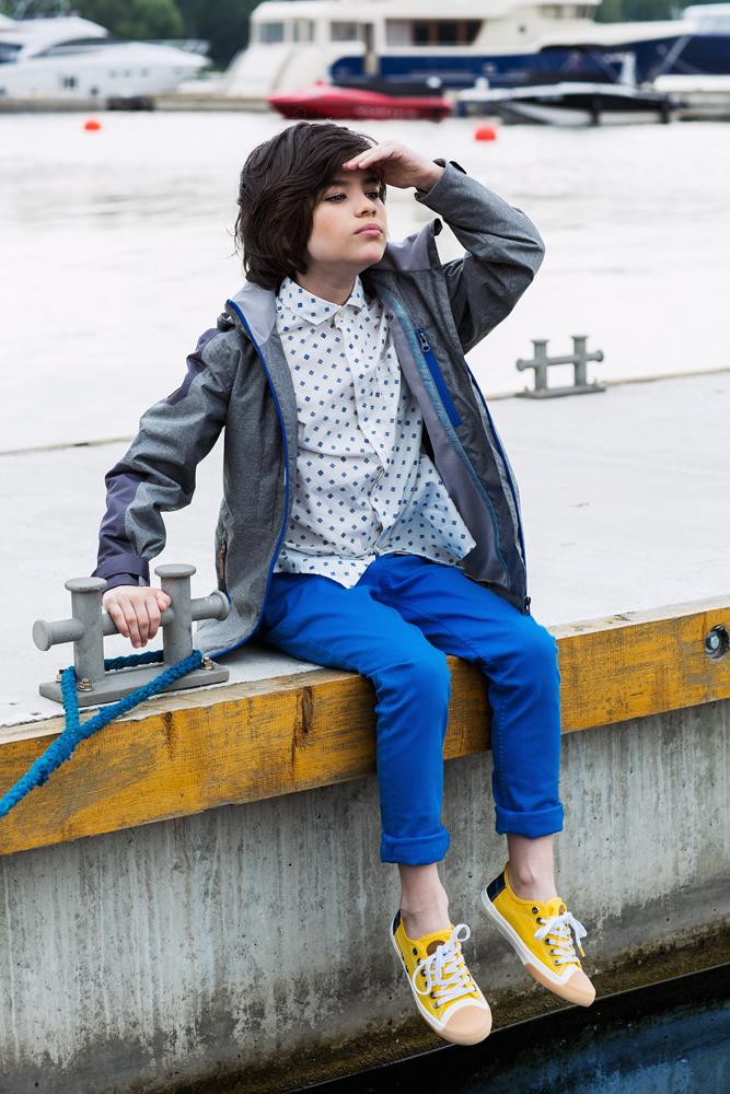Куртка для мальчика atPlay!, цвет: серый. 2jk710. Размер 128, 8-9 лет2jk710Куртка для мальчика atPlay! выполнена из качественного материала.Стильная куртка - парка на весну для мальчика. Давно полюбившаяся взрослым и детям удлиненная модель куртки. Универсальна в сочетании с различными стилями – уместна и с классическими школьными брюками и в спортивных сочетаниях. В весенней коллекции 2017 канадского бренда AtPlay! Мембранная ткань, покрытие верха Teflon от Dupont, утеплитель Shelter – надежная защита от любых погодных явлений. Куртка-парка от At-Play! - стильный и практичный выбор.