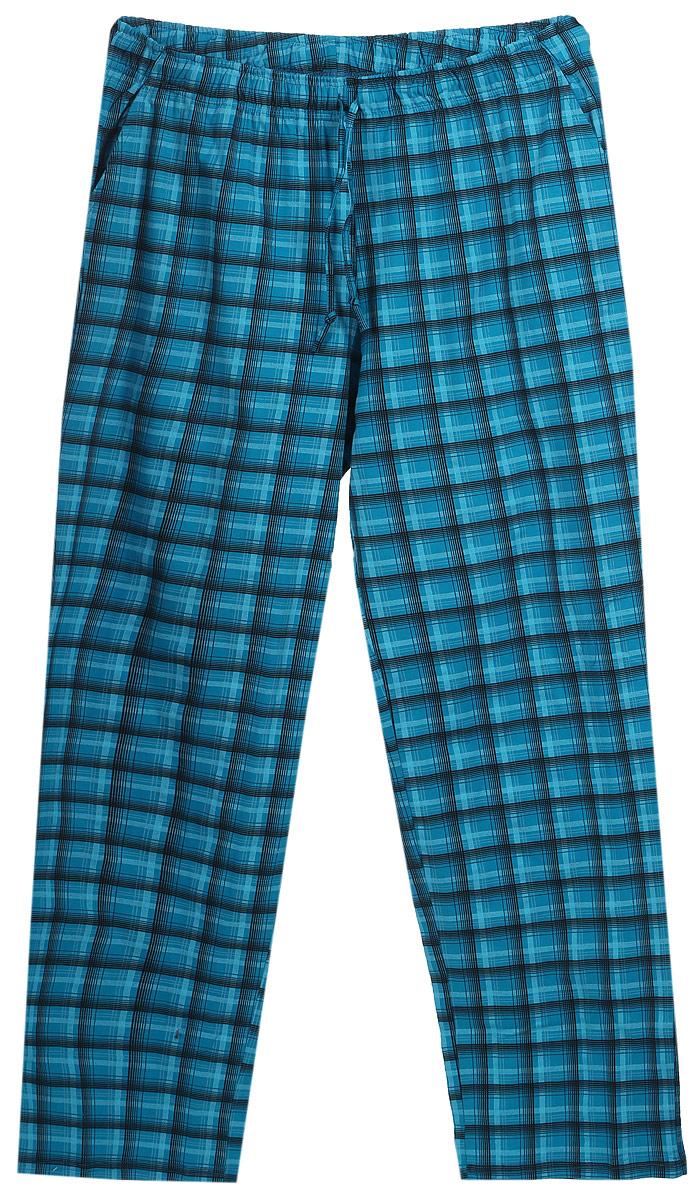Брюки для дома17230507Мужские домашние брюки Violett изготовлены из натурального хлопка. Брюки прямого кроя абсолютно не сковывают движений и позволяют коже дышать. Мягкая и широкая резинка не давит на талию, а завязки в поясе позволяют зафиксировать брюки в удобном положении. Спереди модель дополнена двумя втачными карманами. Оформлены брюки стильным принтом в клетку.