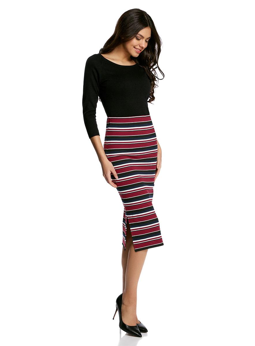 Юбка14101085/46893/4929SСтильная юбка-миди облегающего силуэта выполнена из высококачественного материала. По бокам модель дополнена небольшими разрезами.