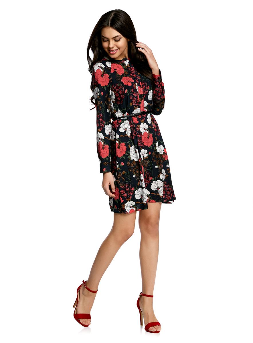 Платье oodji Collection, цвет: черный, красный. 21912001-2/26346/2945F. Размер 40-170 (46-170)21912001-2/26346/2945FПлатье oodji Collection свободного кроя выполнено из легкой воздушной ткани с оригинальным цветочным узором. Модель средней длины с круглым вырезом горловины и длинными рукавами-реглан застегивается спереди и на манжетах на пуговицы; сбоку имеется скрытая застежка-молния.В комплект с платьемвходит узкий ремень из искусственной кожи с металлической пряжкой.