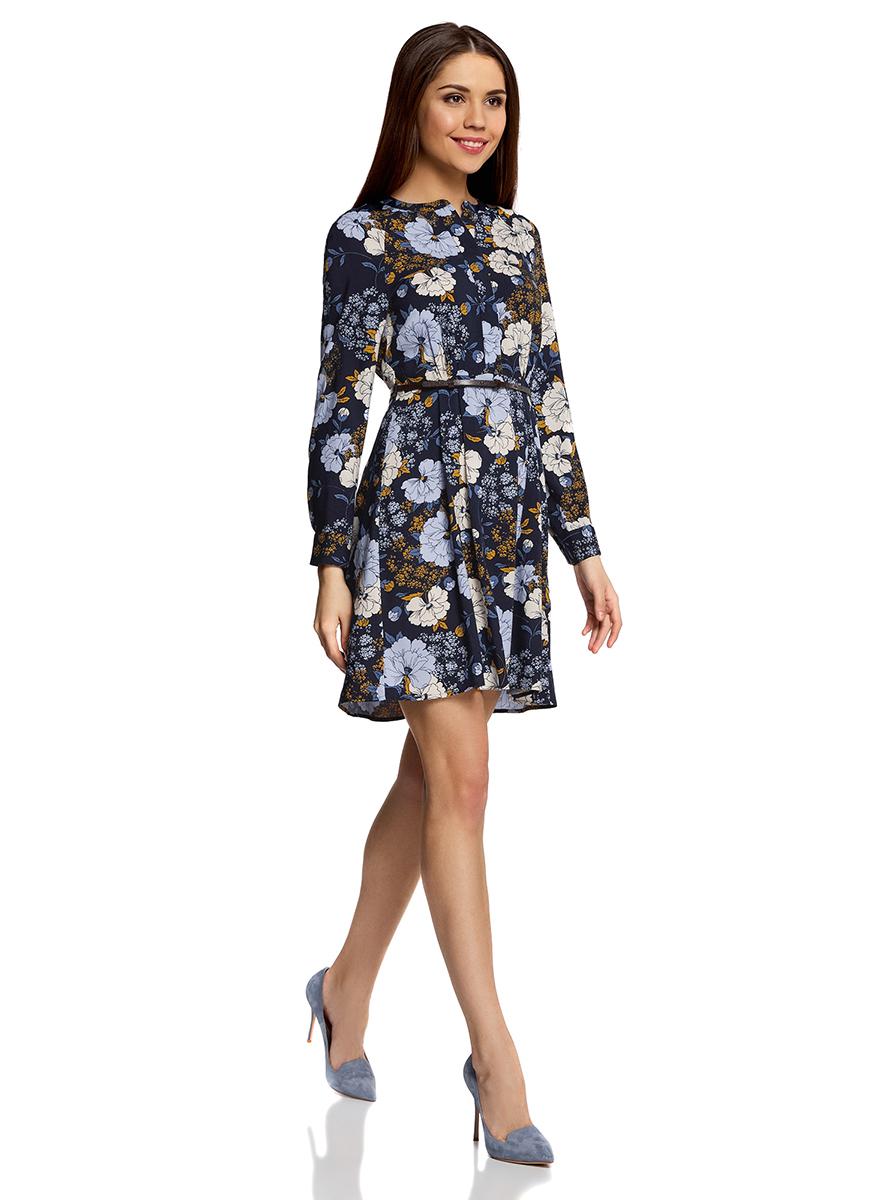 Платье oodji Collection, цвет: темно-синий, голубой. 21912001-2/26346/7970F. Размер 40-170 (46-170)21912001-2/26346/7970FПлатье oodji Collection свободного кроя выполнено из легкой воздушной ткани с оригинальным цветочным узором. Модель средней длины с круглым вырезом горловины и длинными рукавами-реглан застегивается спереди и на манжетах на пуговицы; сбоку имеется скрытая застежка-молния.В комплект с платьемвходит узкий ремень из искусственной кожи с металлической пряжкой.
