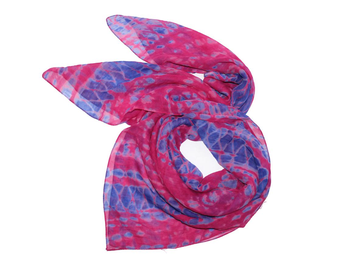 Платок женский Ethnica, цвет: розовый, синий. 524040н. Размер 90 см х 90 см524040н_84Платок Ethnica, выполненный из вискозы, гармонично дополнит образ современной женщины. Благодаря своему составу, он легкий, мягкий и приятный на ощупь. Модель оформлена оригинальным принтом. Классическая квадратная форма позволяет носить платок на шее, украшать им прическу или декорировать сумочку. С таким платком вы всегда будете выглядеть женственно и привлекательно.