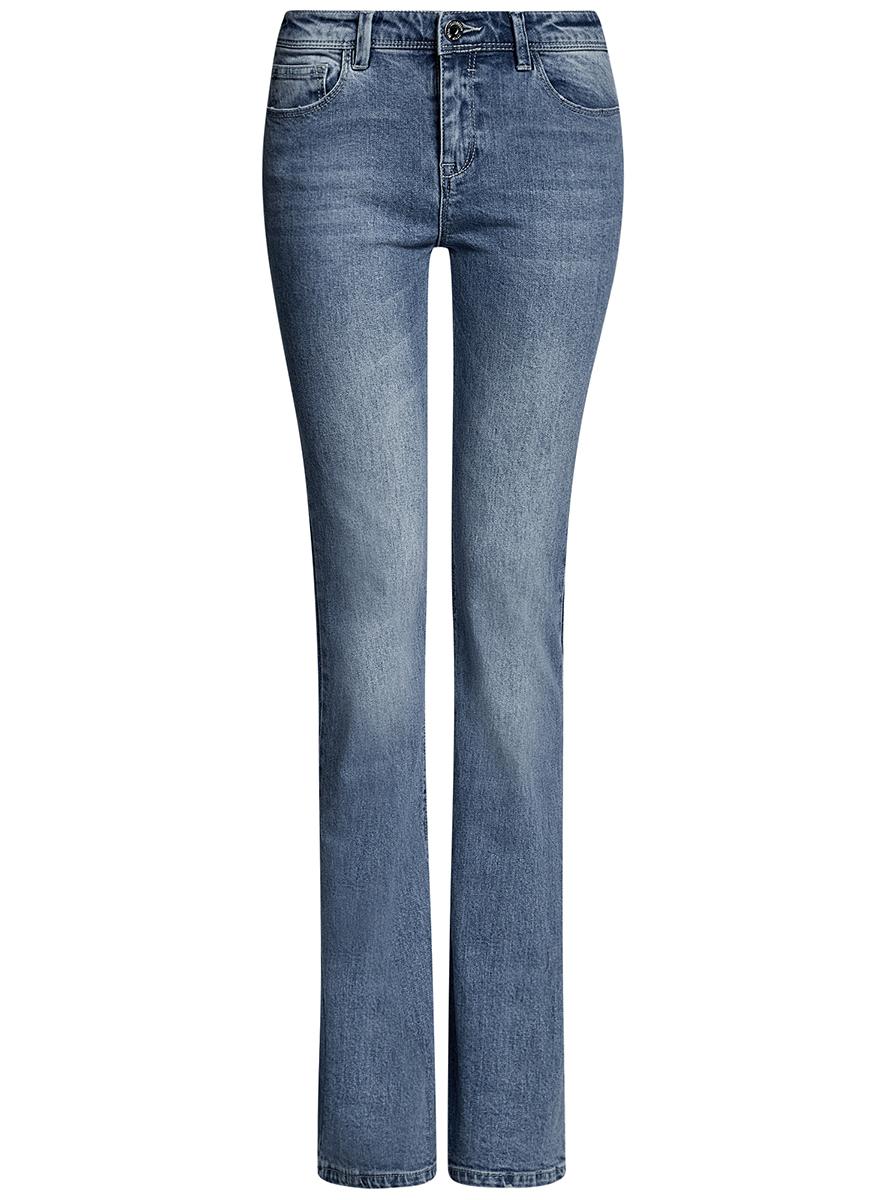Джинсы12102080/46341/7000WЖенские джинсы клеш oodji Ultra выполнены из высококачественного материала. Модель средней посадки по поясу застегивается на пуговицу и имеют ширинку на застежке-молнии, а также шлевки для ремня. Джинсы имеют спереди - два втачных кармана, а сзади - два накладных кармана.