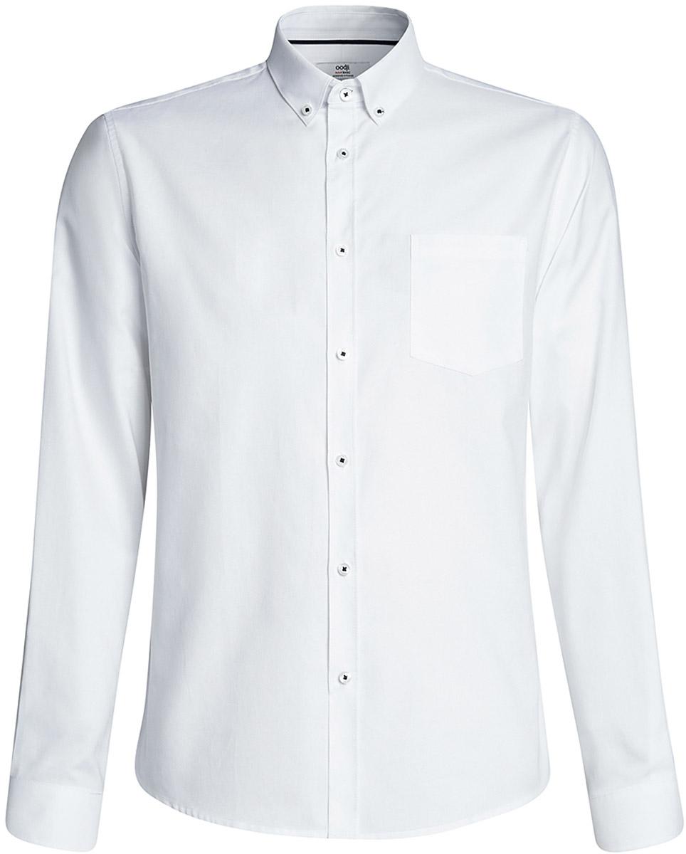 Рубашка3B110007M/34714N/1000NМужская рубашка oodji Basic из натурального хлопка скроена по классическому силуэту и плотно садится по фигуре. Имеет слева на груди карман, длинные рукава, застегивается на пуговицы спереди, на манжетах и воротничке. Две запасные пуговицы подшиты с обратной стороны полы.