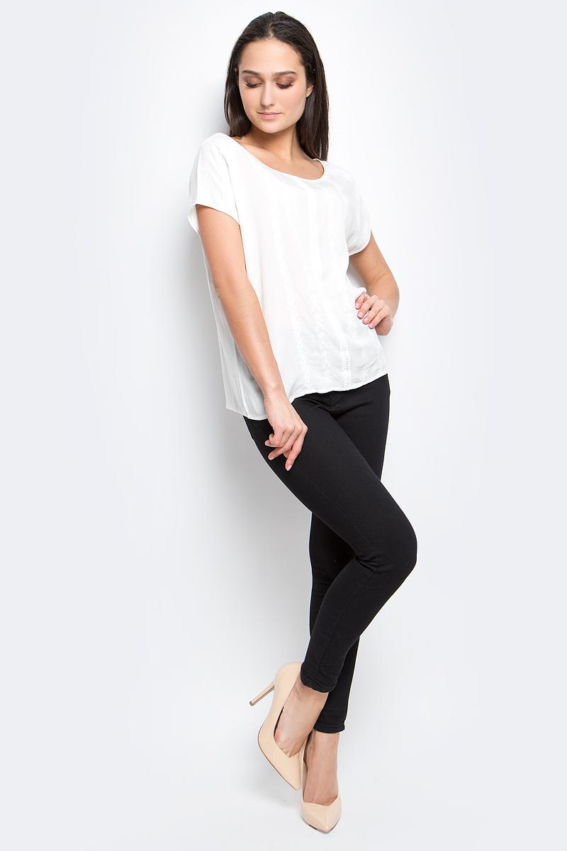 БлузкаB197054_WhiteЖенская блузка Baon выполнена из 100% вискозы. Модель с круглым вырезом горловины и коротким рукавами оформлена вышивкой.